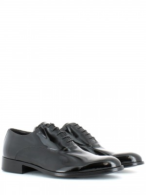 Derby in vernice nero