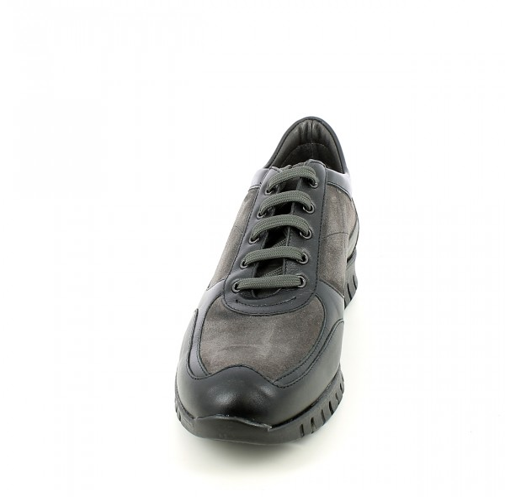 Sneaker bicolore in camoscio e nappa