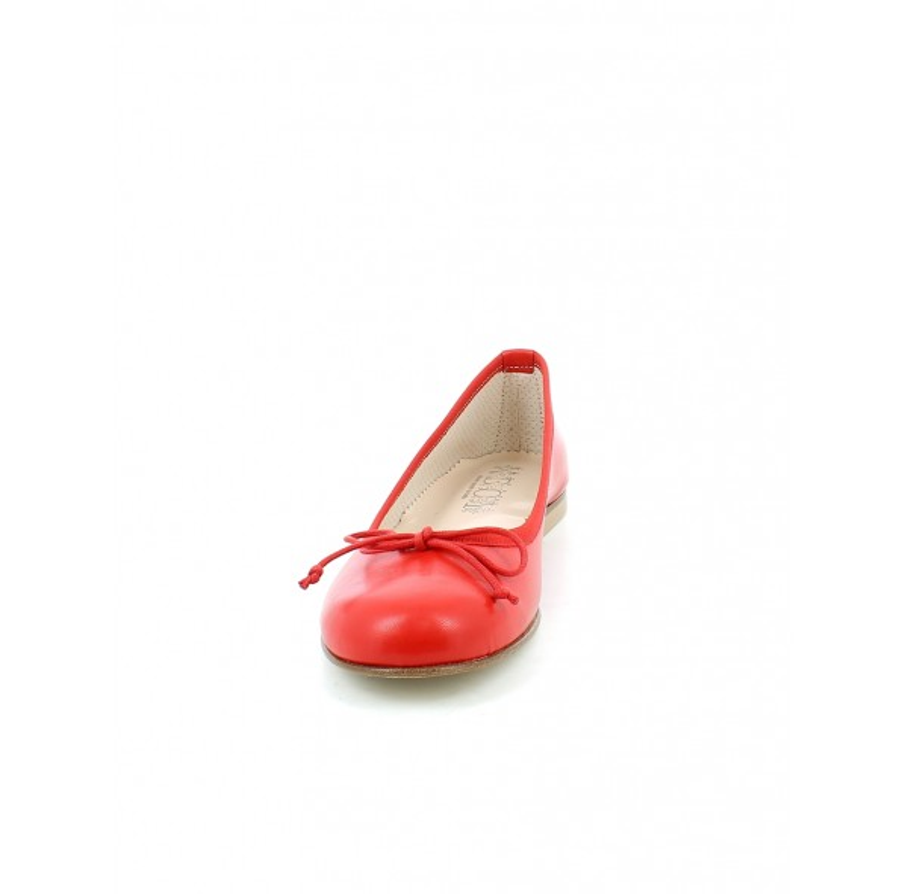 Ballerina in pelle rossa con gala