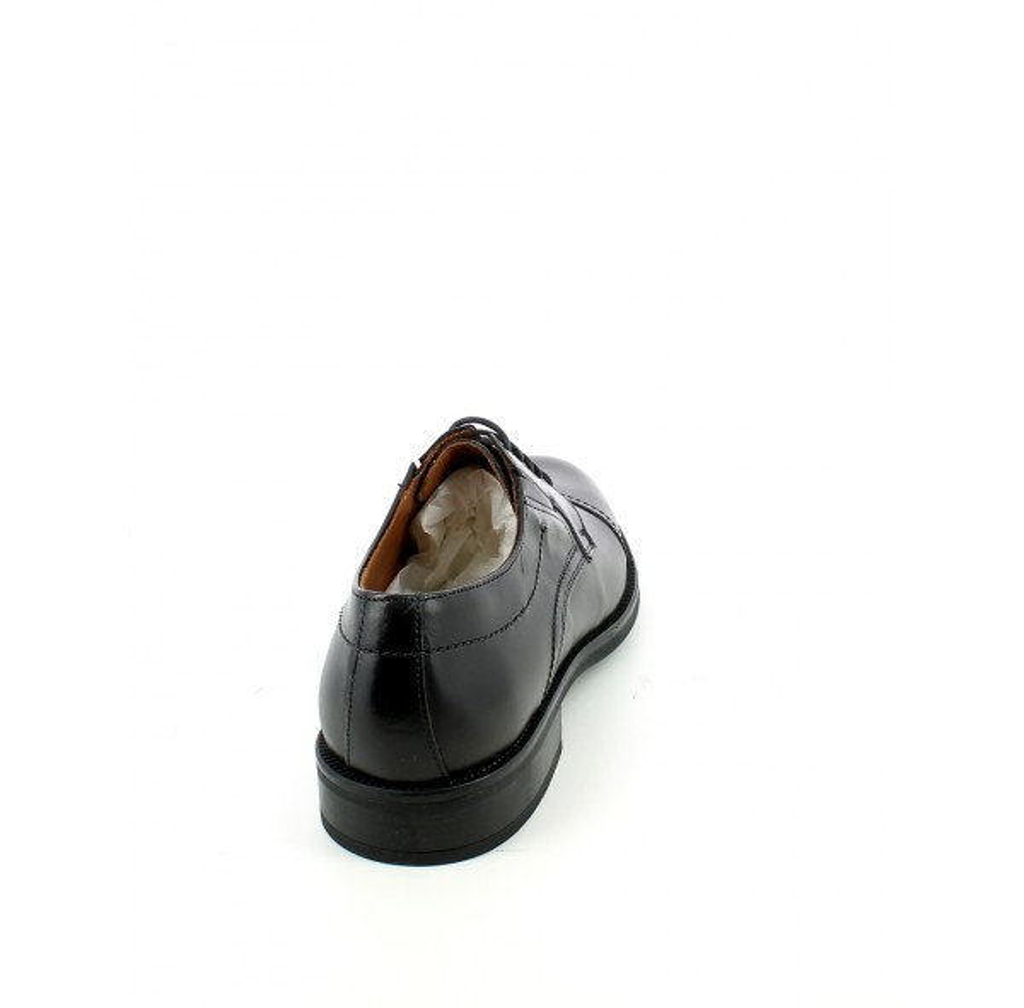 Scarpa stringata in pelle con puntale