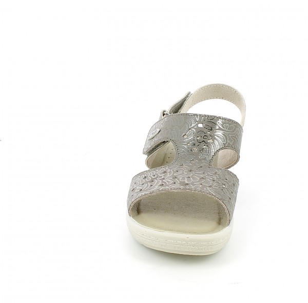 Sandalo rovere con strappi