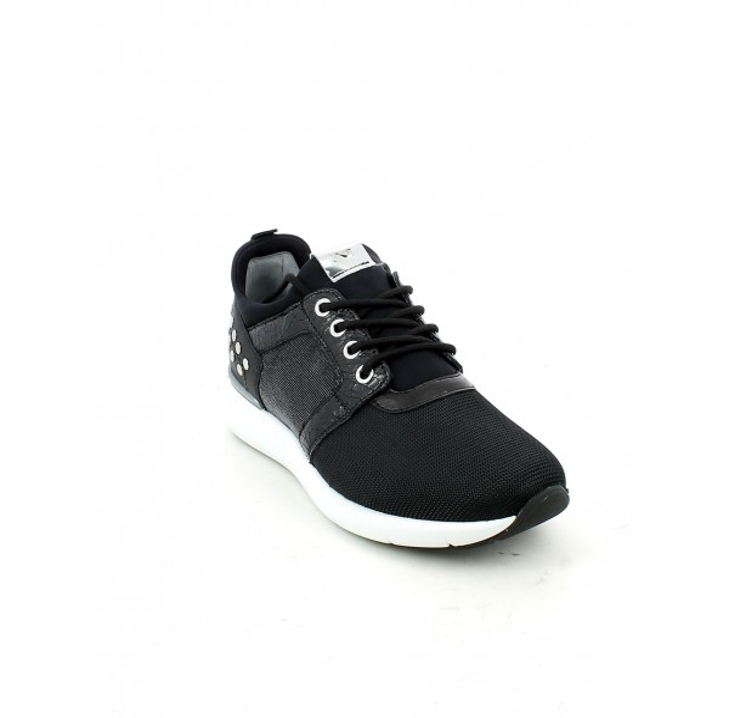 Sneaker nera con borchie